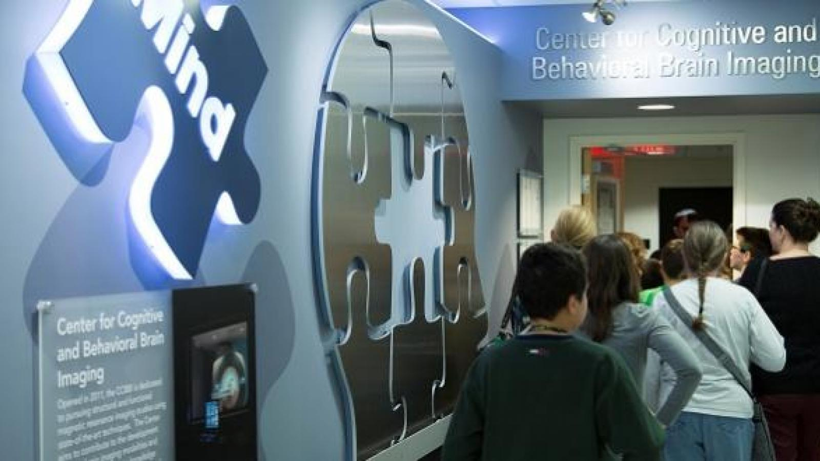 Middle school students take a tour of the CCBBI